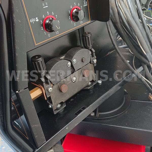 Lincoln STT  Mig Welder Fitted with separate LF33 Wire Feed Unit