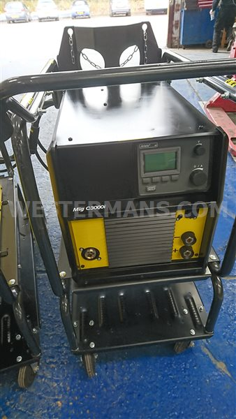 ESAB Aristo MIG C3000i MIG welding machine with U6 controller